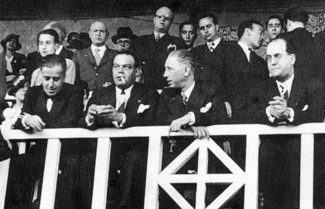 روزی که رییس پیشین بارسلونا به رگبار بسته شد