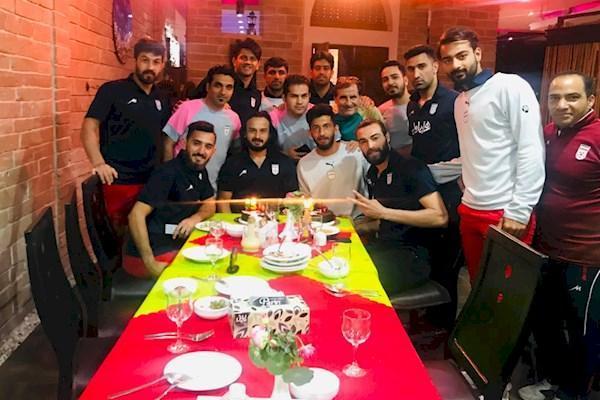 جشن تولد پیمان حسینی در اردوی ساحلی