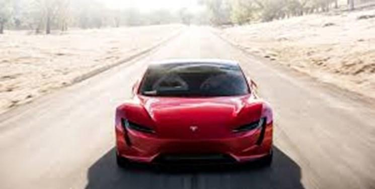 خودروی تسلا از شارژر سریع استفاده می نماید