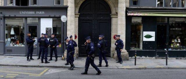 کشته شدن 4 پلیس در حمله به پاسگاهی در پاریس