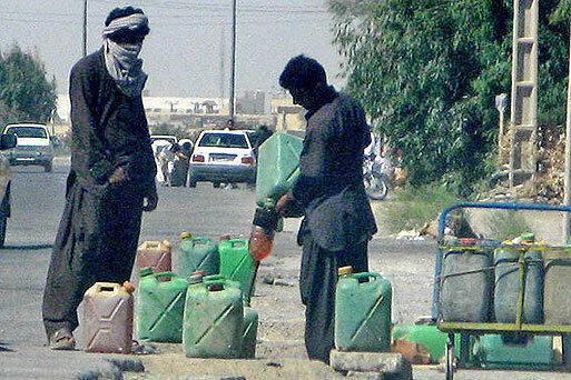 سود 15 هزار تومانی قاچاق هر لیتر بنزین به کشورهای همسایه