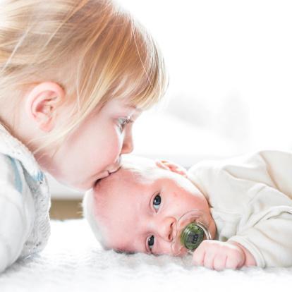 نکات کلیدی برای خاموش کردن آتش حسادت به خواهر یا برادر در فرزند اول