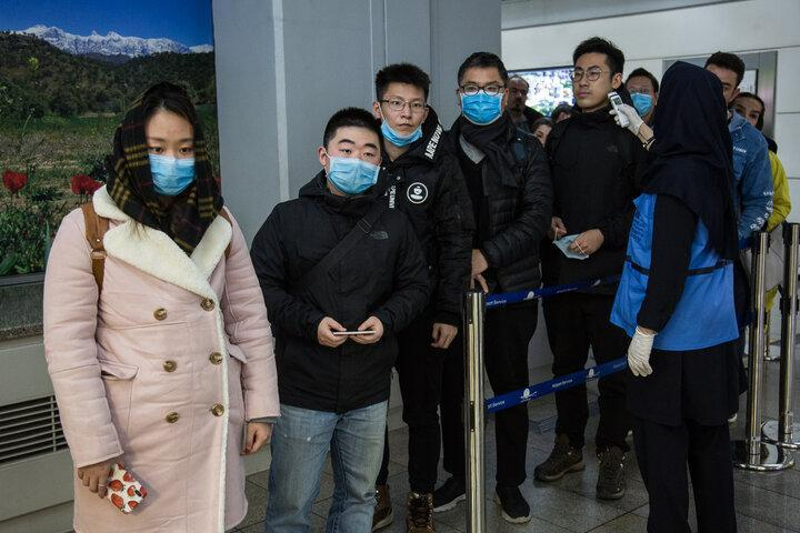 معاینه مسافران چینی با تب سنج و اسکنر حرارتی در فرودگاه امام
