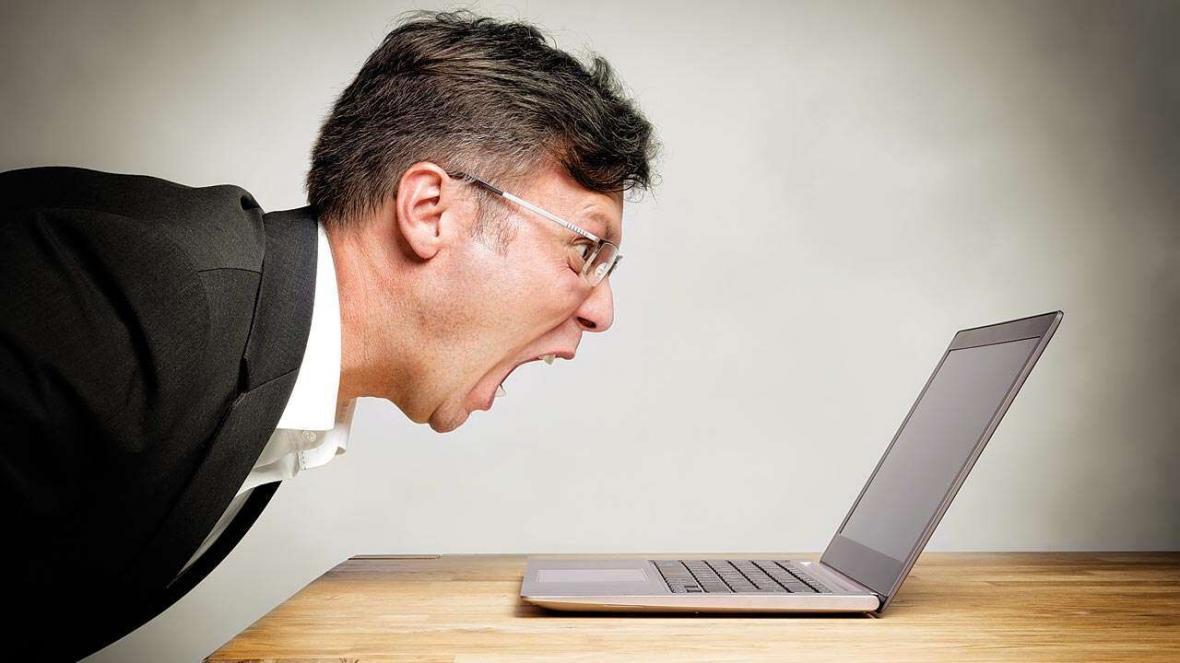 چرا وب گردی و پرسه زیادی در اینترنت ما را عصبانی می نماید؟
